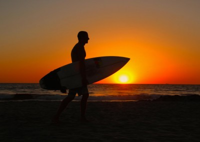 20_NU_Patrick-H_Sunset-mit-Surfboard-Mission-Beach2a