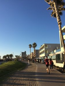 Die Strandpromenade in Pacific Beach