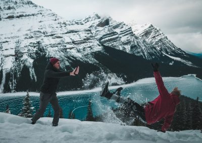 VIU (Canada) – Friends Fun in the snow